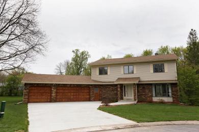 3970 Woodridge Circle, Vadnais Heights, MN 55127