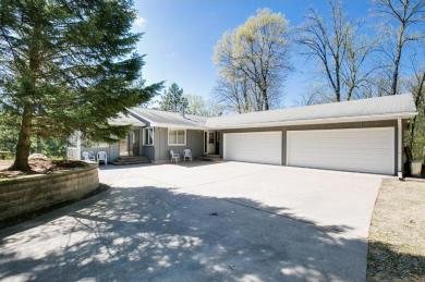 5996 Woodlane Drive, Woodbury, MN 55129