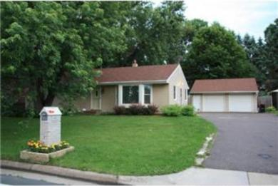 2284 E Londin Lane, Maplewood, MN 55119
