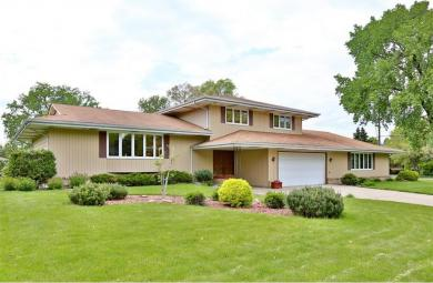2030 W County Road D, Roseville, MN 55112