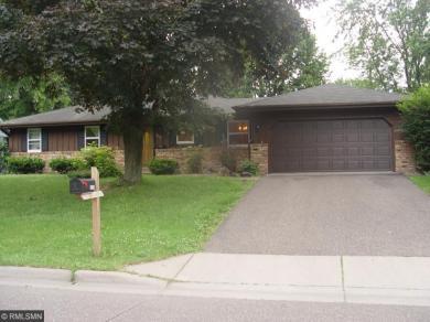 2204 E Maple Lane, Maplewood, MN 55109