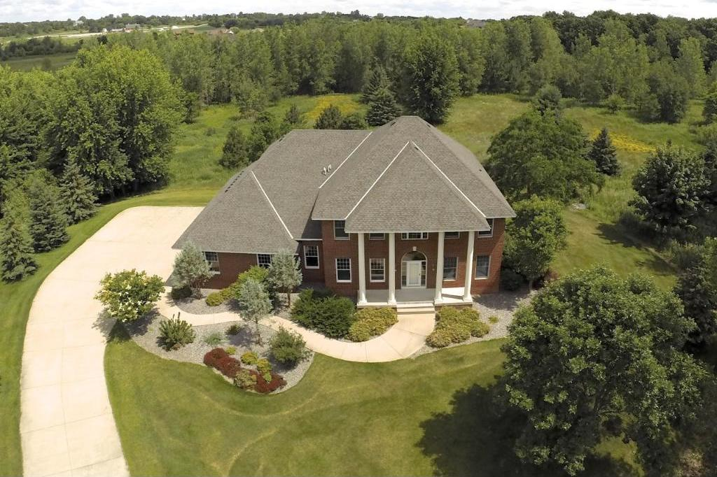 4 Troon Court, Dellwood, MN 55110