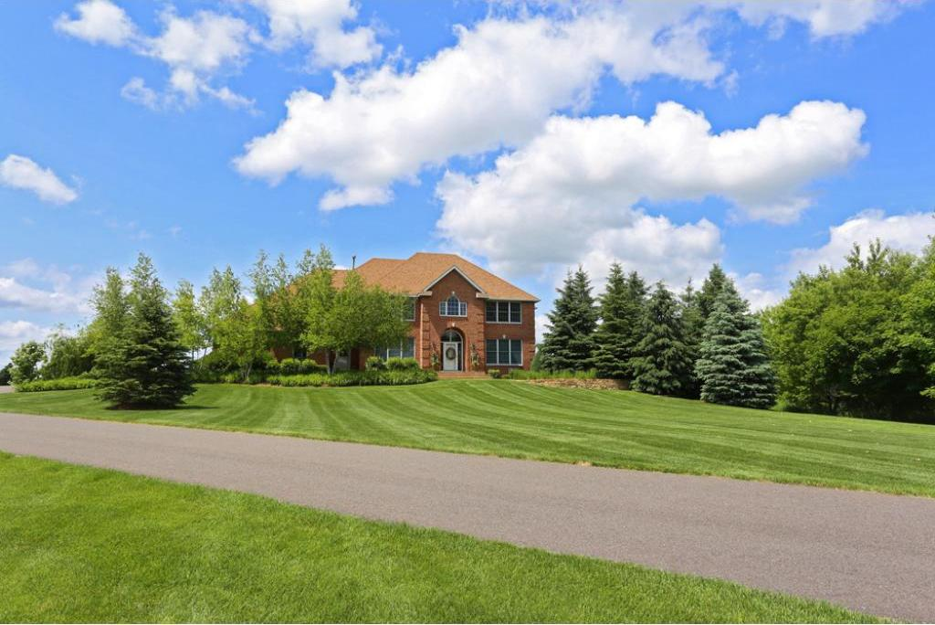 2 High Point Road, Dellwood, MN 55110