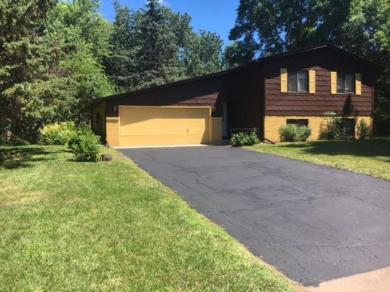 8 N Sterling Street, Maplewood, MN 55119