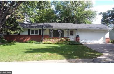 1097 Cedarwood Drive, Woodbury, MN 55125