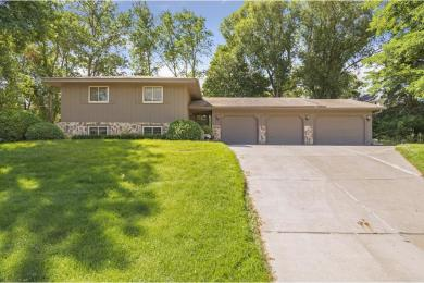 12205 N 28th Place, Plymouth, MN 55441