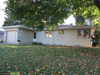 1392 W Sandhurst Drive, Roseville, MN 55113