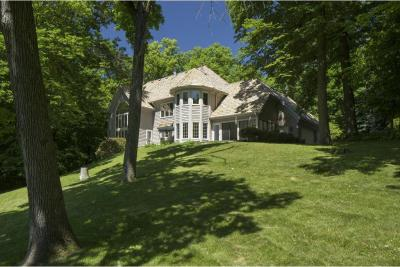 Photo of 300 Black Oaks Lane, Plymouth, MN 55391