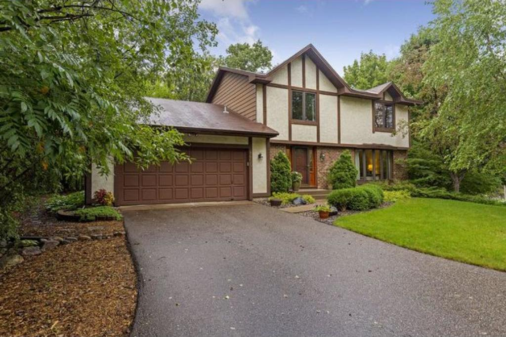 8600 Lakeview Road, Bloomington, MN 55438