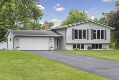 455 N Black Oaks Lane, Plymouth, MN 55447