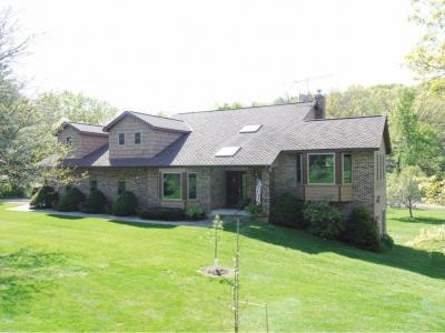 Photo of 1010 E 102nd Street, Inver Grove Heights, MN 55077