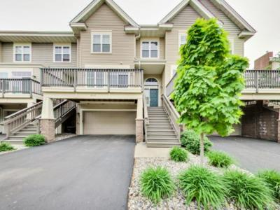 Photo of 8132 Oakview Circle, Maple Grove, MN 55369