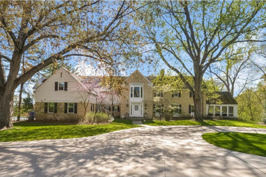 1590 Edgcumbe Road, Saint Paul, MN 55116