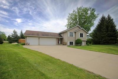 Photo of 17310 Ipswich Way, Lakeville, MN 55044