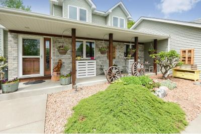 Photo of 1379 N Myrtle Street, Maplewood, MN 55119