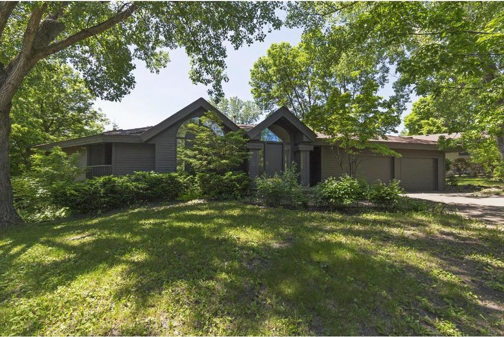 15446 Village Woods Drive, Eden Prairie, MN 55347