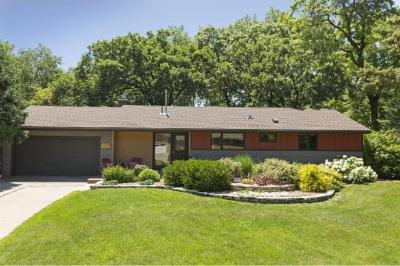 Photo of 1805 N Hampshire Lane, Golden Valley, MN 55427