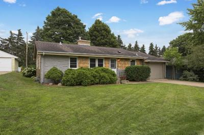 Photo of 613 E Park Valley Drive, Hopkins, MN 55343