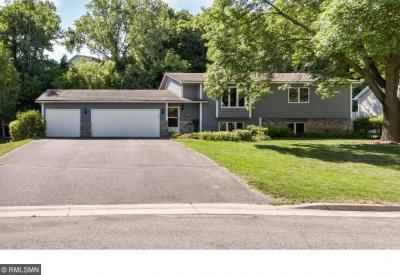Photo of 1905 Eagle Bluff Drive, Burnsville, MN 55337
