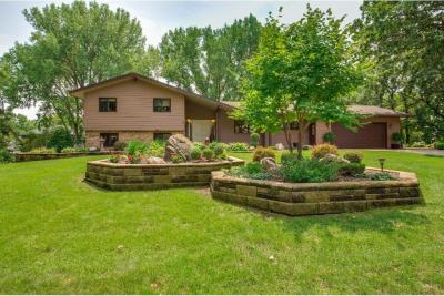 Photo of 10110 Oak Shore Drive, Lakeville, MN 55044