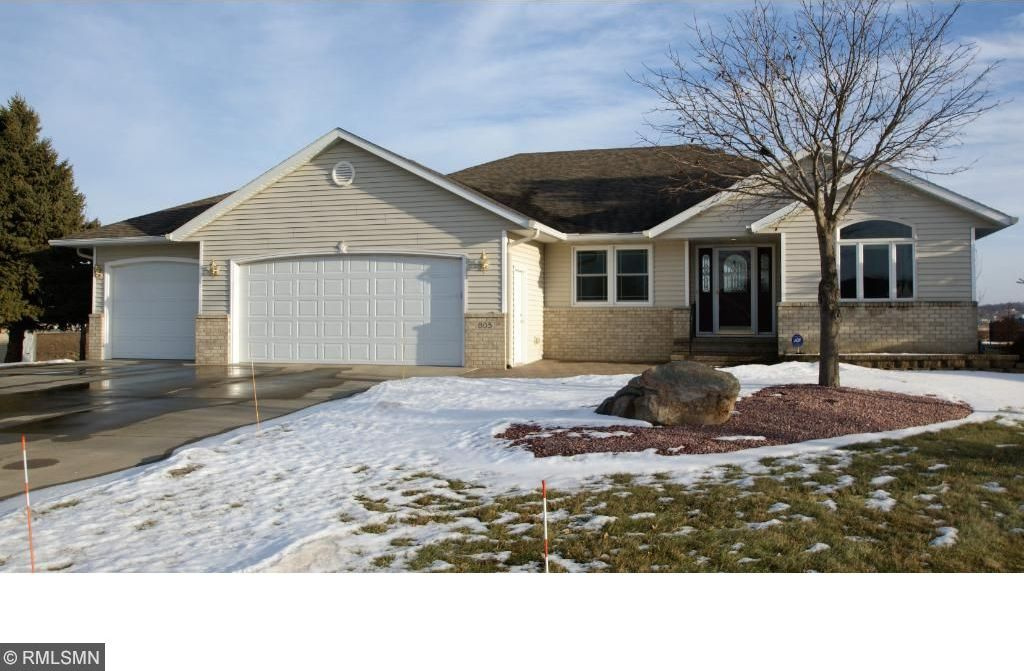 805 Horizon Court, Belle Plaine, MN 56011