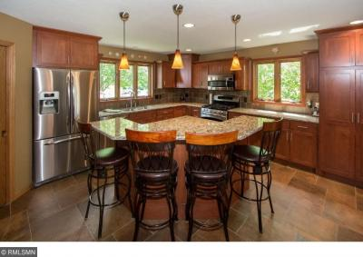 Photo of 1031 S Lakewood Drive, Maplewood, MN 55119