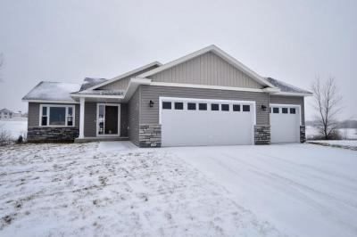 Photo of 299 Highlands Ave, Zumbrota, MN 55992