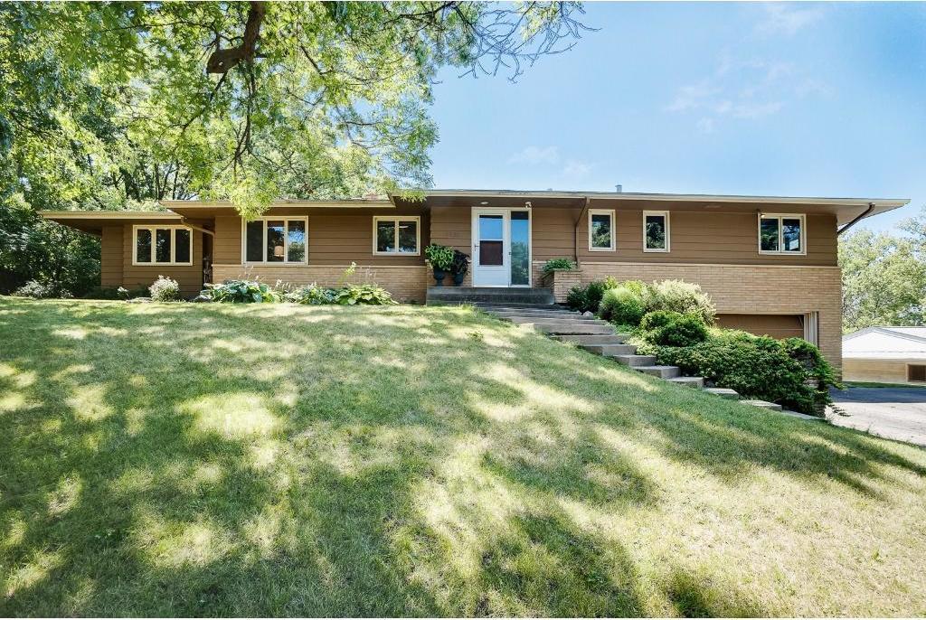 1822 Venus Avenue, Arden Hills, MN 55112