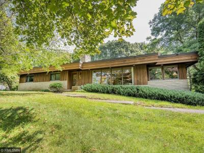 Photo of 200 N Crestview Drive, Maplewood, MN 55119