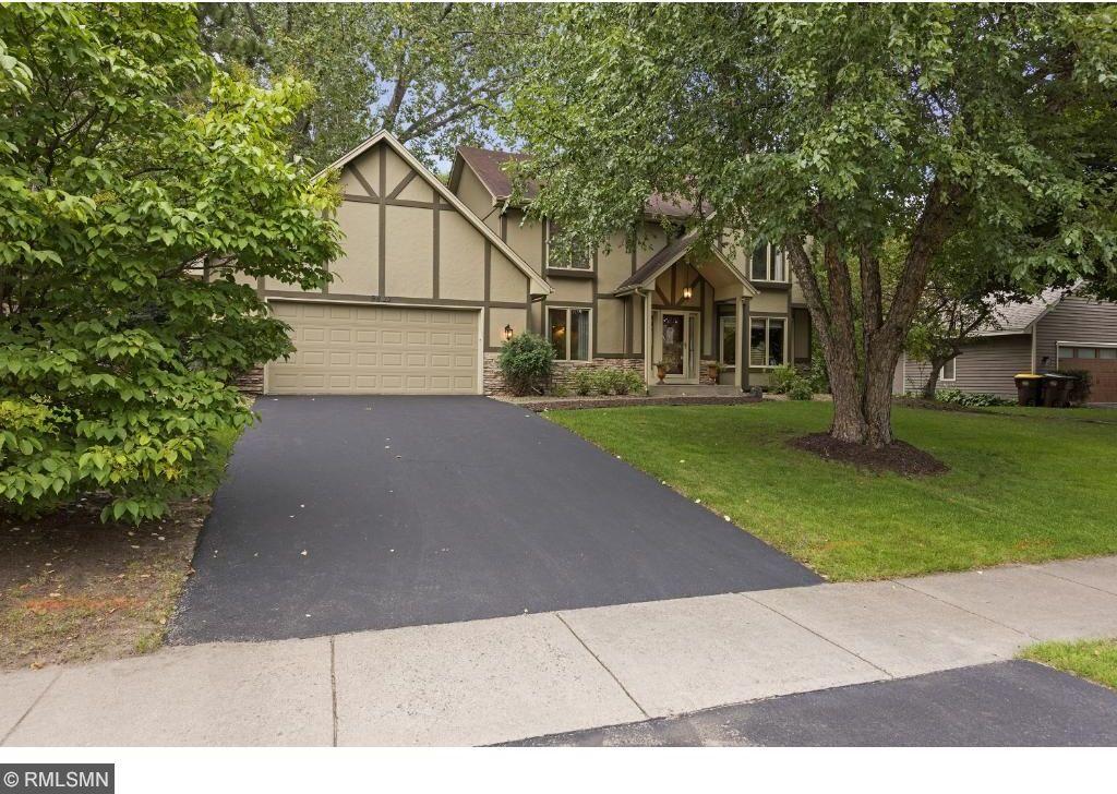9811 Woodridge Drive, Eden Prairie, MN 55347