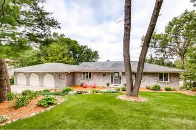 Photo of 9805 Oak Shore Drive, Lakeville, MN 55044