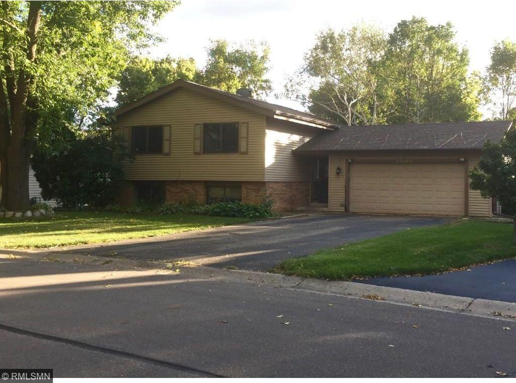 8668 Ridgewind Road, Eden Prairie, MN 55344