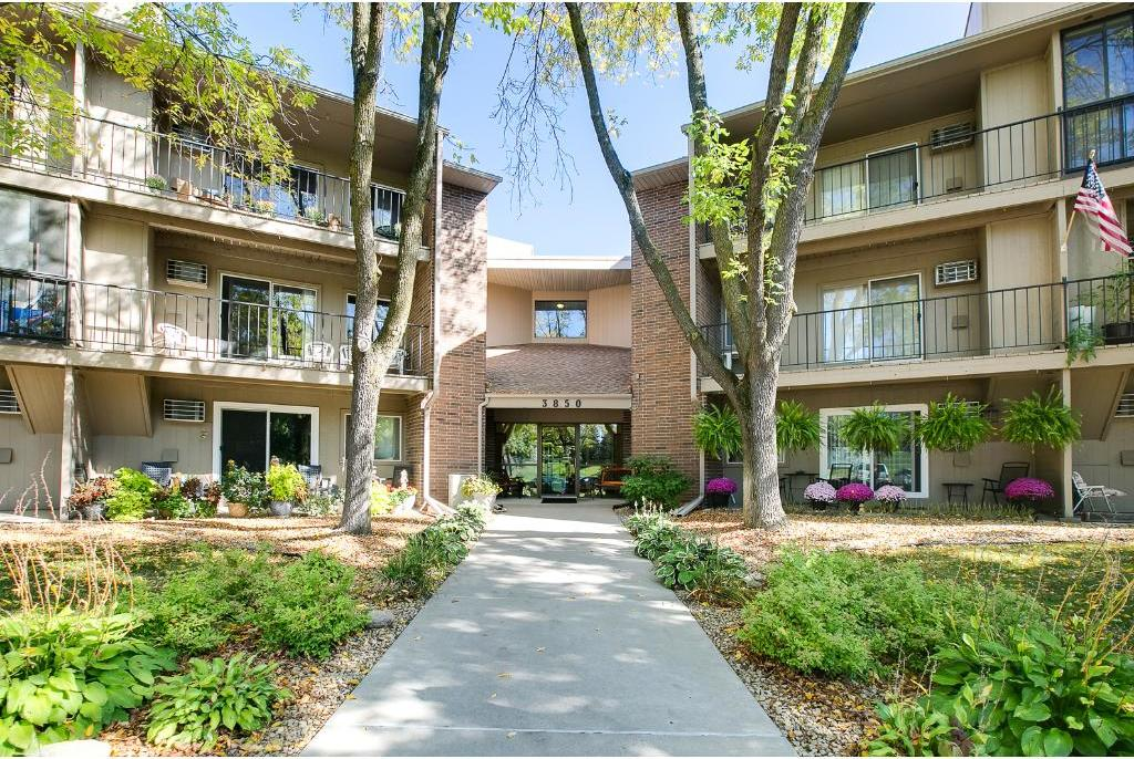 3850 Plymouth Boulevard #323, Plymouth, MN 55446