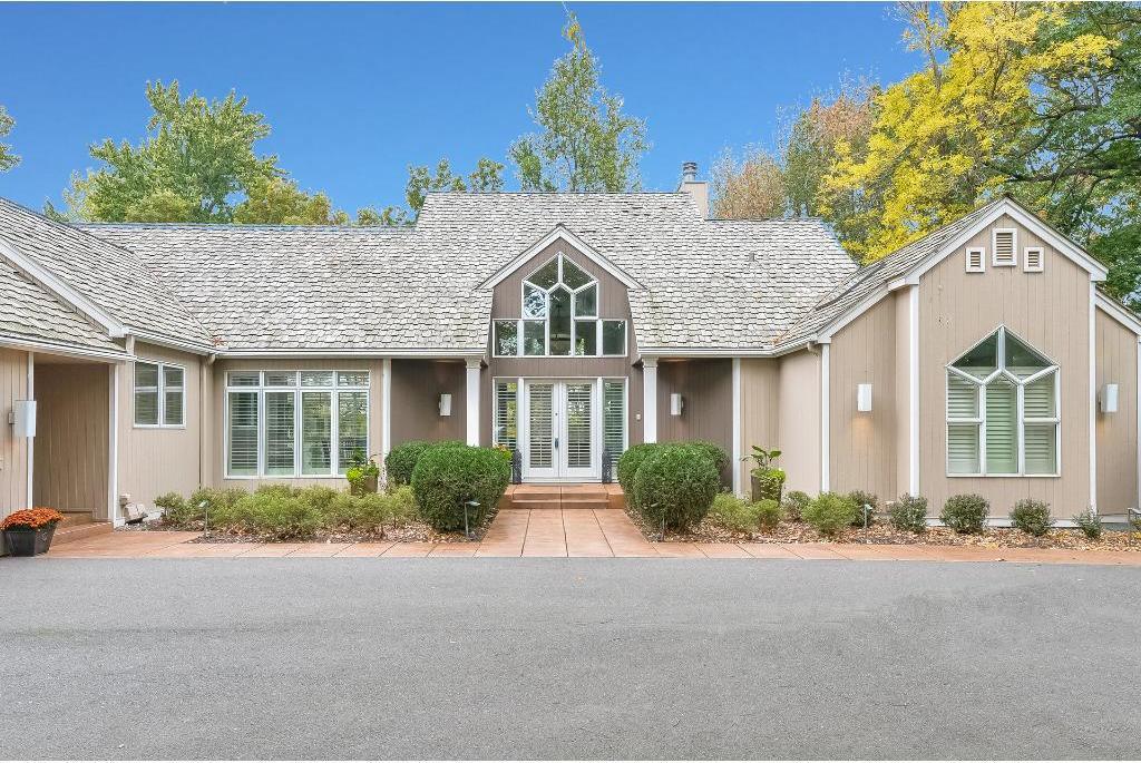 3 Evergreen Court, North Oaks, MN 55127