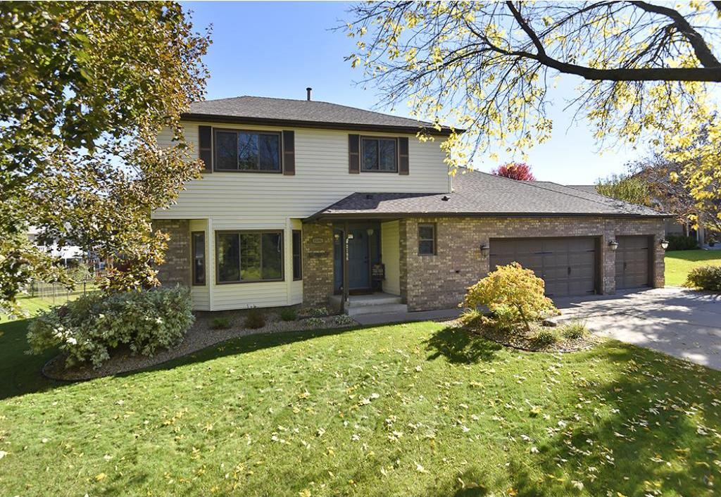 8196 N Shadyview Lane, Maple Grove, MN 55311
