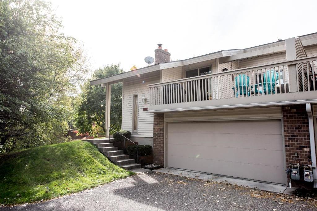 9811 Dorset Lane, Eden Prairie, MN 55347