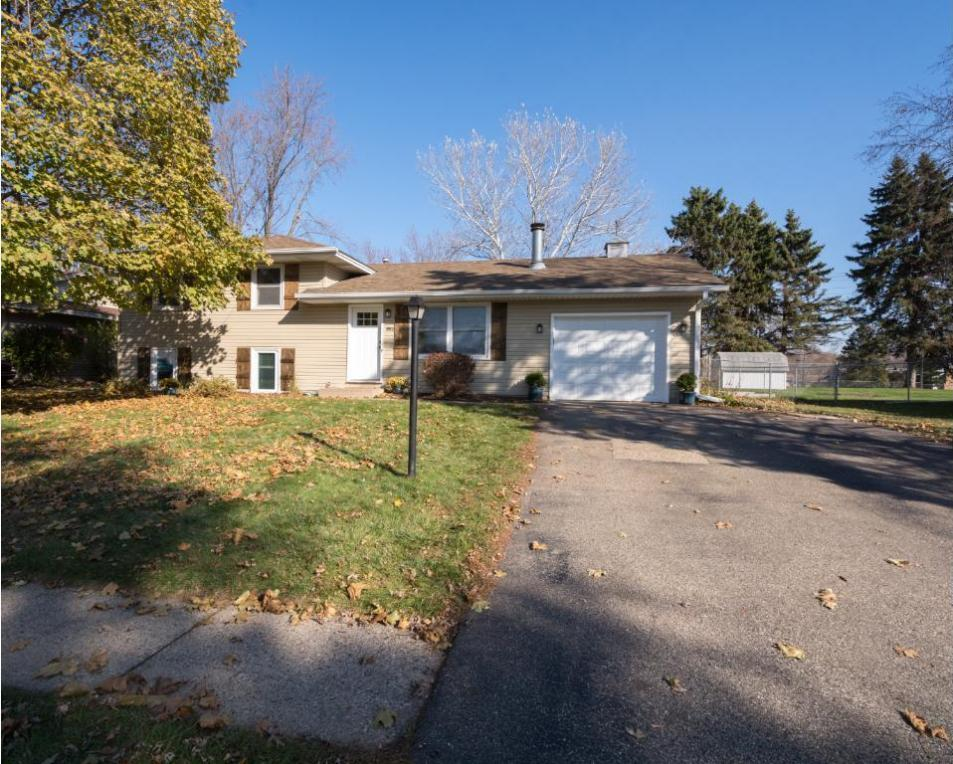 881 Oriole Drive, Apple Valley, MN 55124