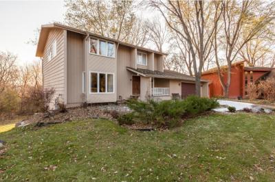 Photo of 15301 Creekside Court, Eden Prairie, MN 55346