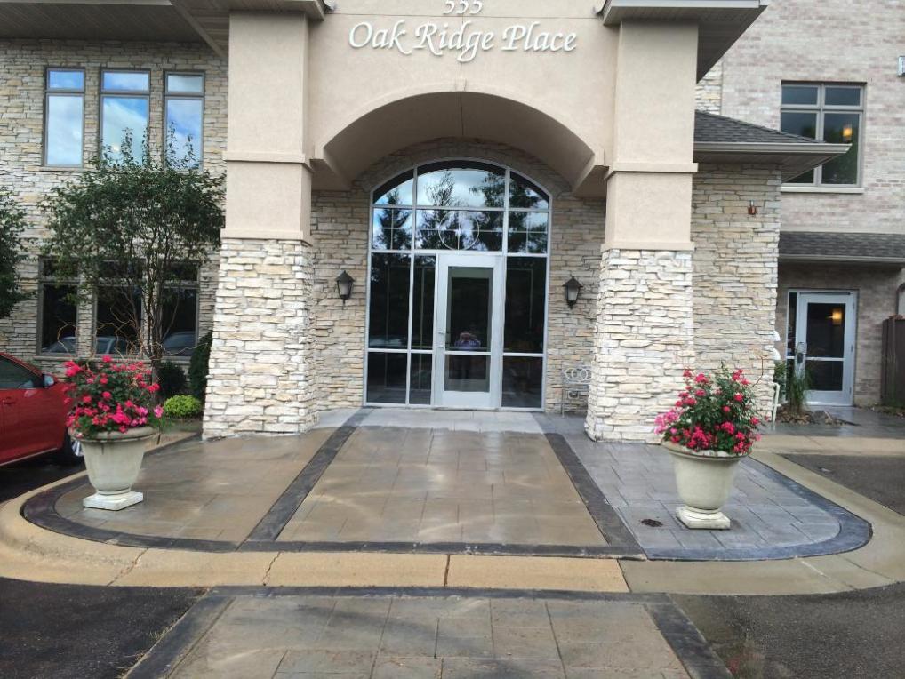 555 Oak Ridge Place #320, Hopkins, MN 55305