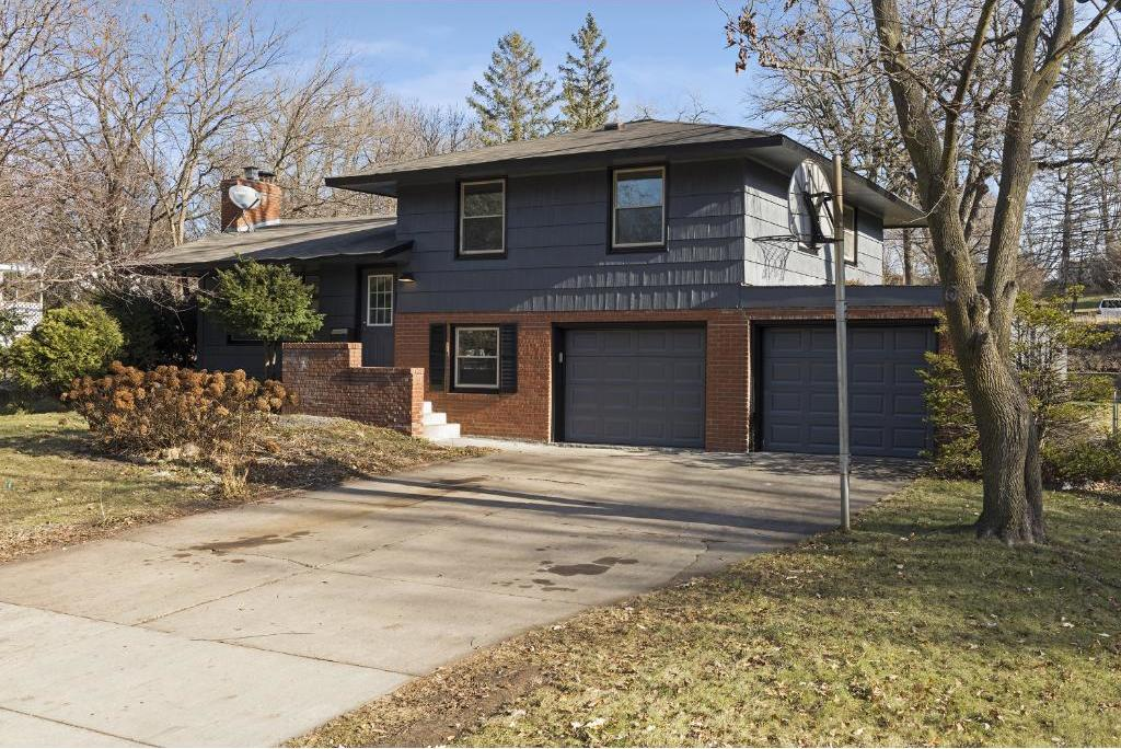 2710 N Orchard Avenue, Golden Valley, MN 55422