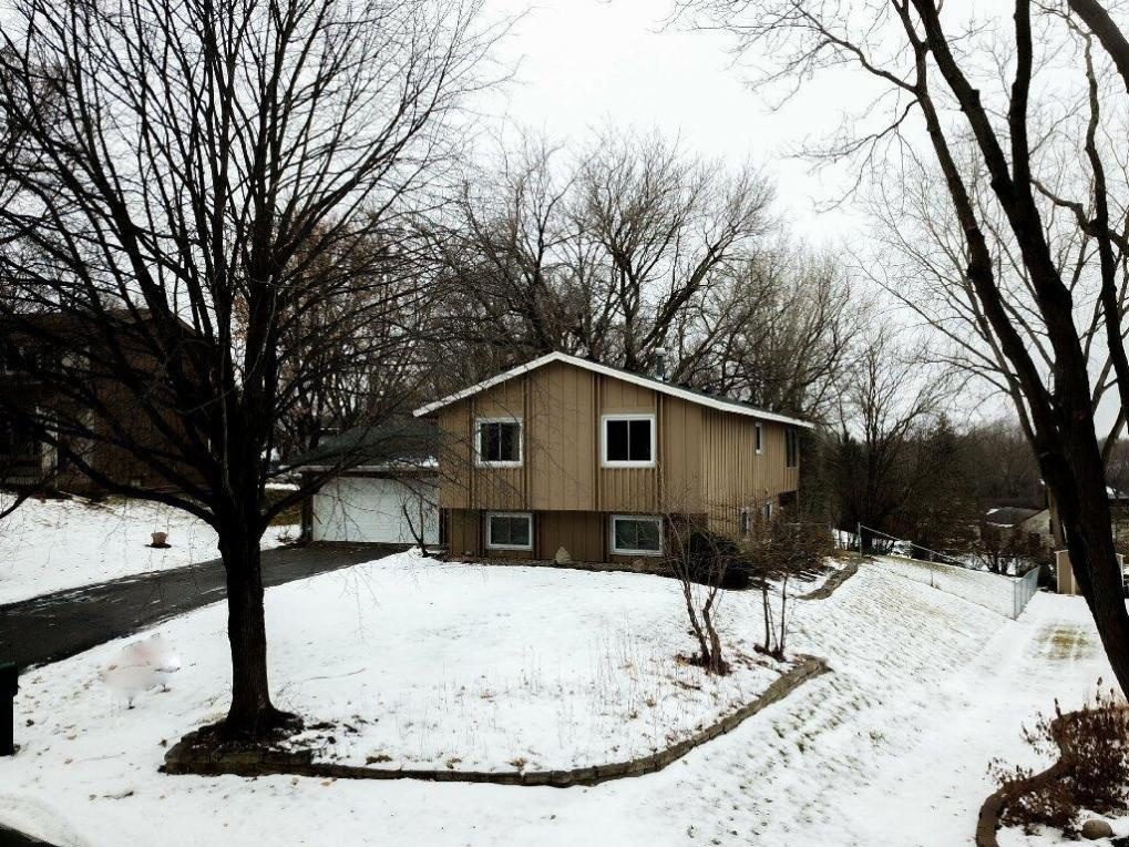 9825 Friar Drive, Eden Prairie, MN 55347