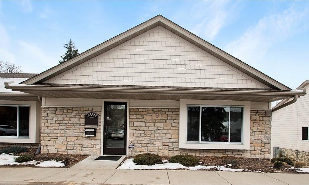 1335 E County Road D Circle, Vadnais Heights, MN 55109