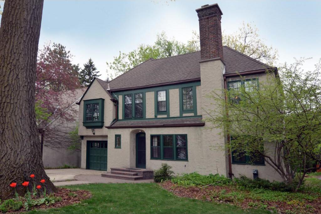 2285 Folwell Avenue, Falcon Heights, MN 55108