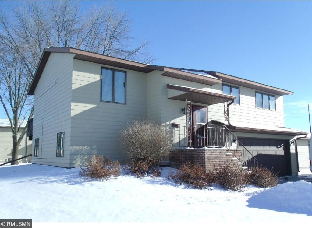 2105 E 9th Street, Glencoe, MN 55336