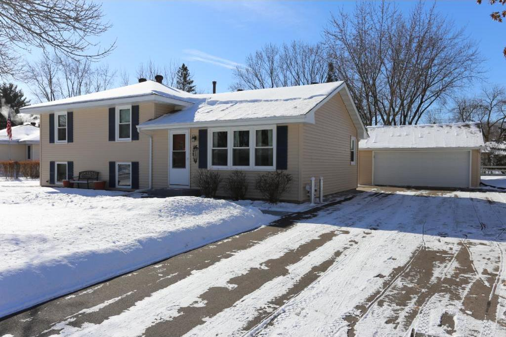 11430 NW Gladiola Street, Coon Rapids, MN 55433