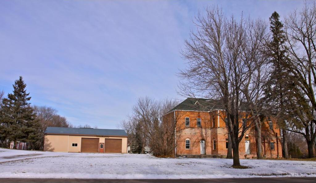 206 E Linden Avenue, Winsted, MN 55395