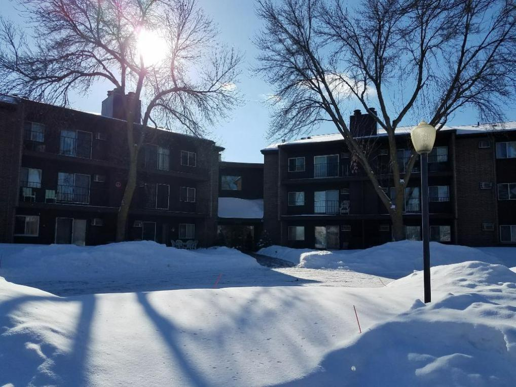 3440 Golfview Drive #323, Eagan, MN 55123