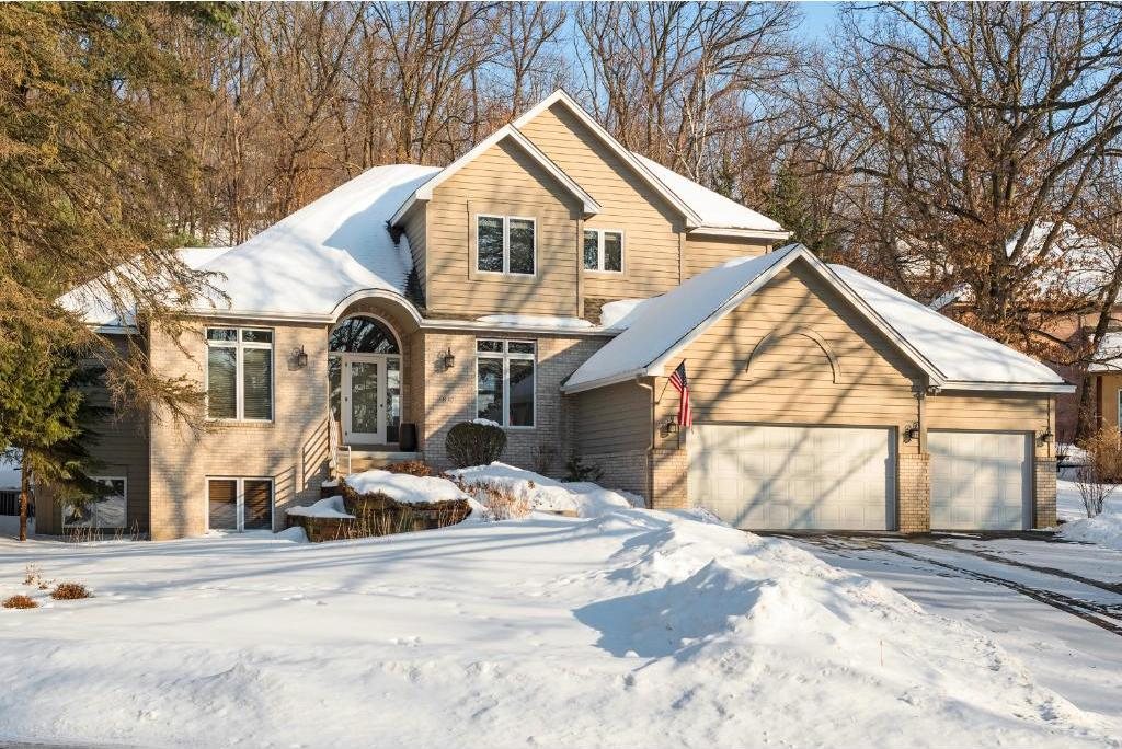8917 Wood Cliff Road, Bloomington, MN 55438