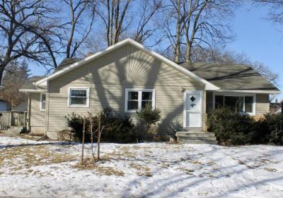 Photo of 736 SW Glen Street, Hutchinson, MN 55350