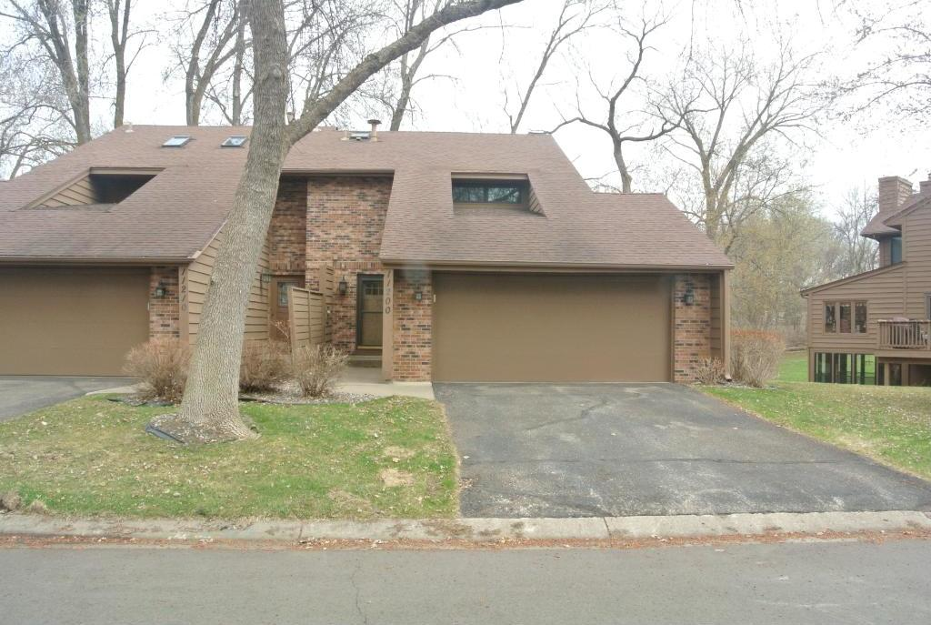 11200 N 36th Place, Plymouth, MN 55441